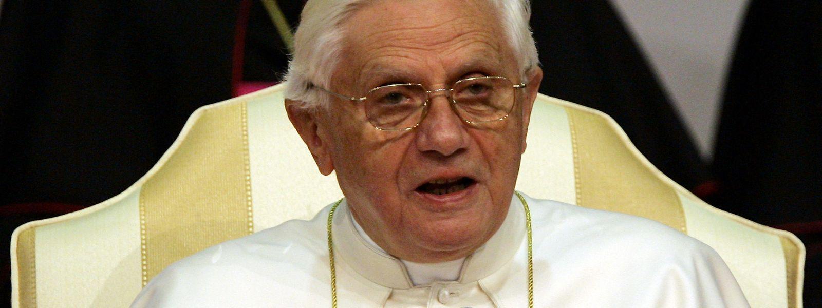 """Papst Franziskus sagte kürzlich über den Gesundheitszustand seines Vorgängers, sein Problem seien seine """"Knie, nicht der Kopf."""""""
