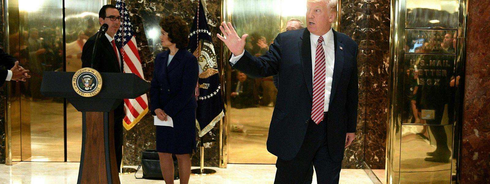 Der frühere US-Präsident Donald Trump (rechts) wollte alle juristischen Möglichkeiten gegen die Wahl im November ausschöpfen.