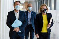 (de g. à dr.) Xavier Bettel, Premier ministre, ministre d'État ; Paulette Lenert, ministre de la Santé