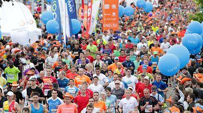 """""""C'est le plus grand événement sportif de l'année à Luxembourg"""" rappelle Lydie Polfer. Le 27 mai à 19 heures, 15.000 coureurs s'élanceront pour le 12e ING Night Marathon. Un record. Ce sont 10% d'inscriptions de plus qu'en 2016."""