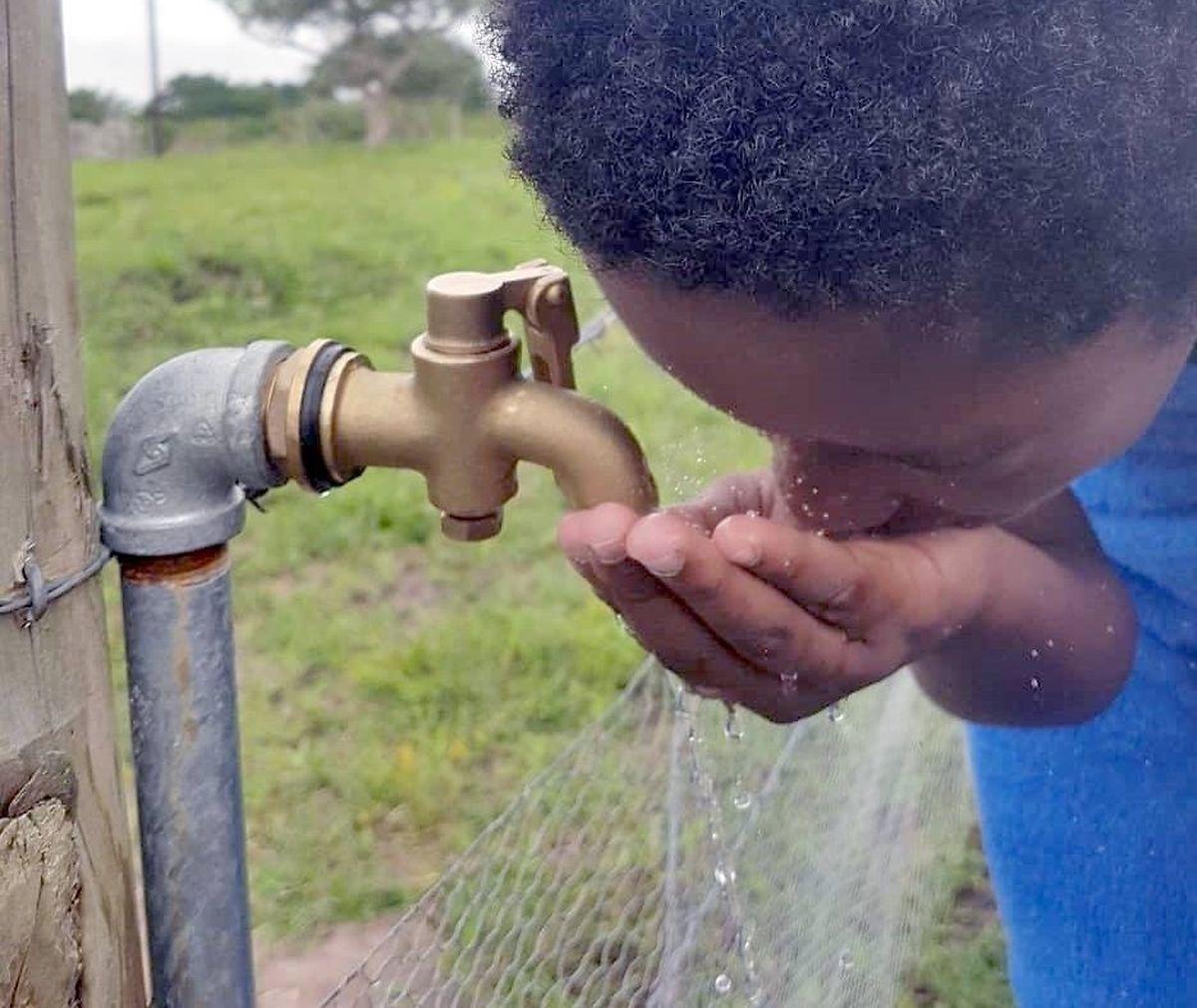 In den vergangenen Jahren konnten 24 Boreholes angelegt werden, die sauberes Grundwasser zur Oberfläche befördern.