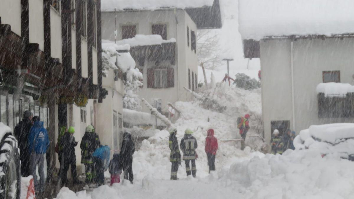 In Südtirol herrschte Schneechaos, eine Lawine traf das Dorf Martell.