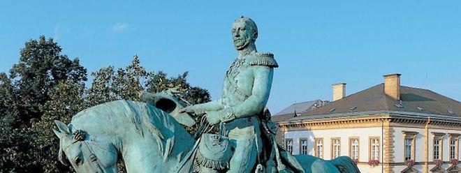 """Reiterstandbild von König-Großherzog Wilhelm II. auf der nach ihm benannten """"Place Guillaume"""": Mit seiner Herrschaft begann ab 1840 für Luxemburg eine Ära der Freiheit und des wirtschaftlichen Aufschwungs."""
