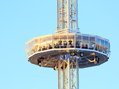 The lookout tower will be set up at the Place de la Constitution (golden lady).