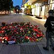 (FILES) In this file photo taken on August 30, 2018, people vist the makeshift memorial of candles and flowers for the victim of a fatal stabbing in Chemnitz, eastern Germany. - An Iraqi man, who was one of two detained suspects in the case, was released for lack of evidence, the prosecution in Chemnitz said on September 18, 2018. The fatal stabbing of a German man, allegedly by asylum seekers, in the eastern city of Chemnitz on August 26, 2018 sparked anti-foreigner protests and far-right violence, sending shockwaves through Germany. (Photo by Odd ANDERSEN / AFP)