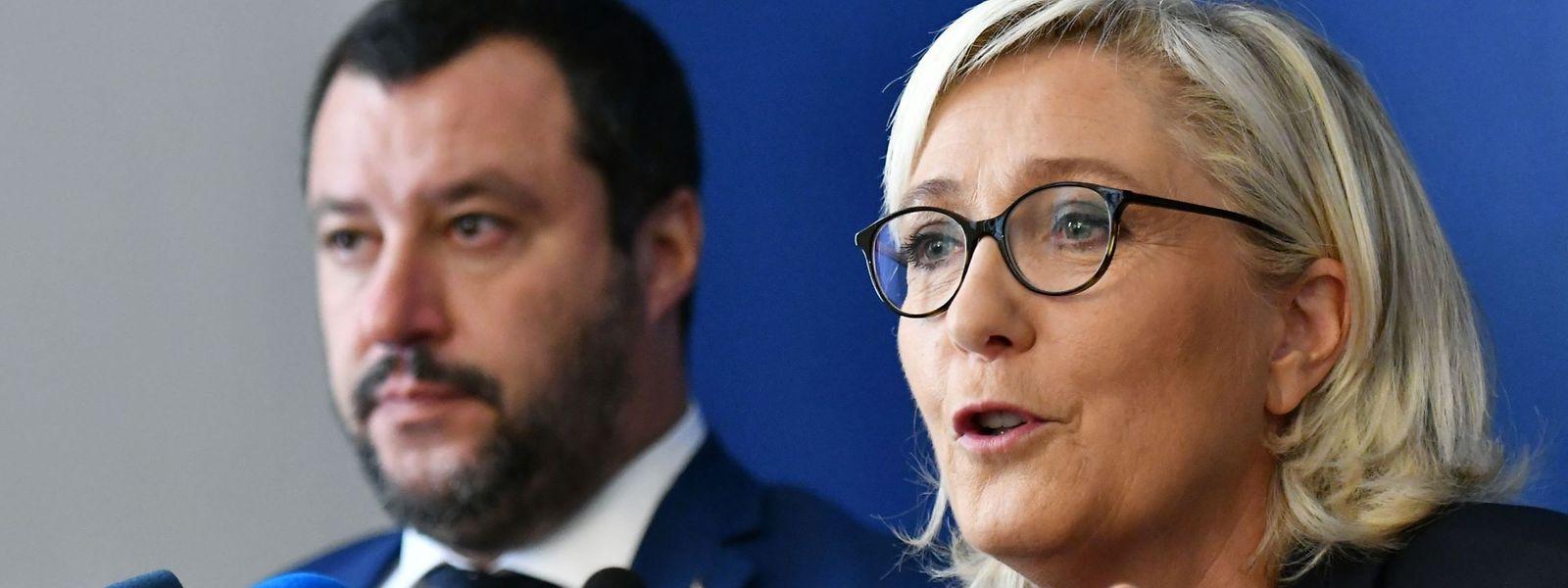 Marine Le Pen, hier mit dem italienischen Lega-Chef Matteo Salvini, könnte in einem Jahr die Präsidentschaftswahl in Frankreich gewinnen.