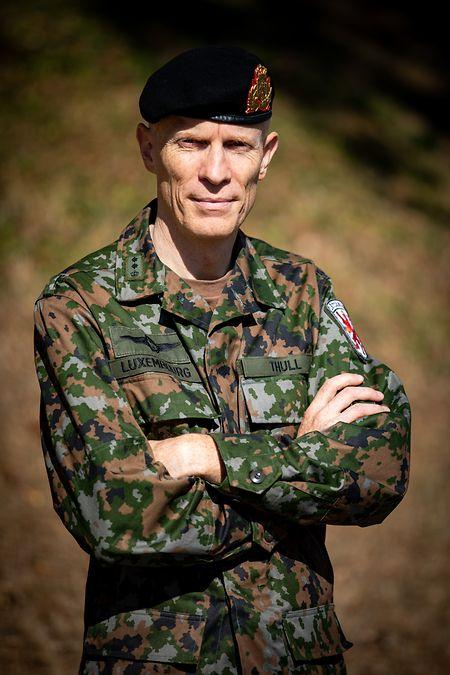 Formé à l'École royale militaire à Bruxelles de 1987 à 1991, Steve Thull a notamment suivi un cycle d'enseignement militaire supérieur à Paris en 2006.