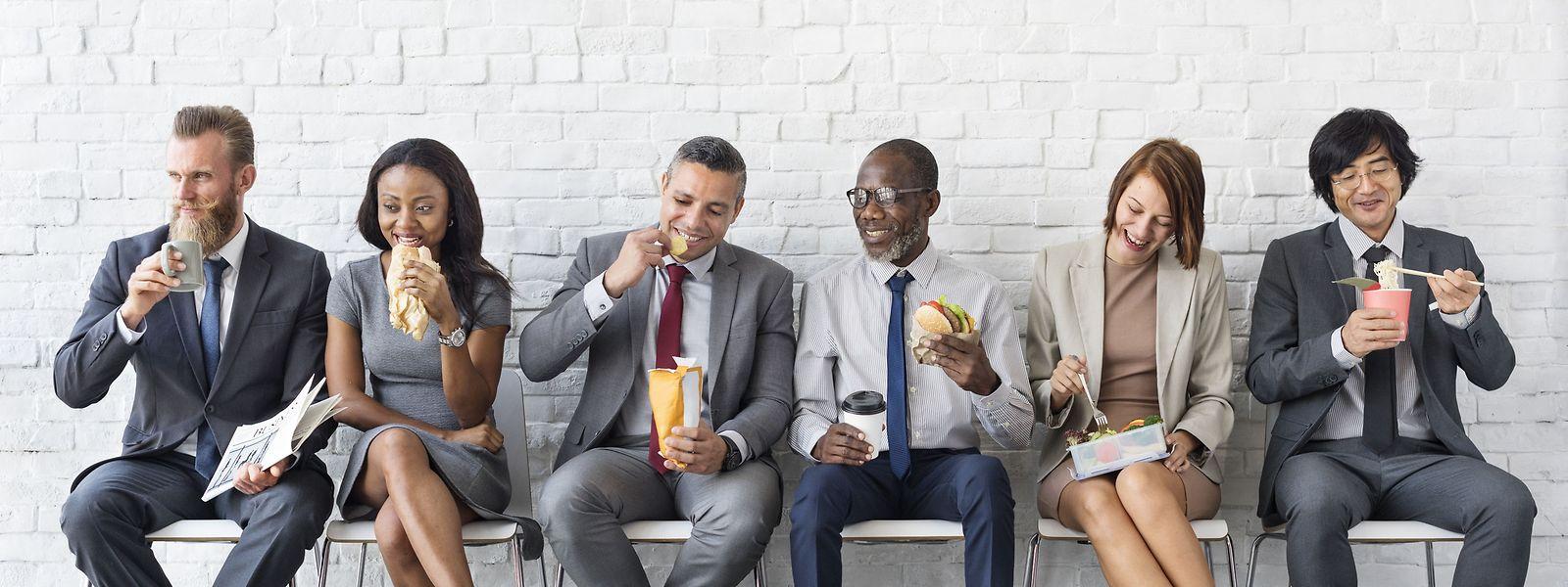 Durch das Wegfallen der hierarchischen Struktur werden alle Mitarbeiter in die Entscheidungsprozesse mit eingebunden.