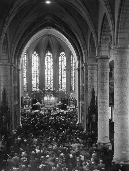 Im Zweiten Weltkrieg waren Oktav-Prozessionen untersagt, die Kathedrale hingegen war während der Gottesdienste voll besetzt.
