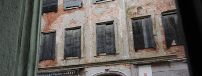 Sie können eine Goldgrube sein - aber häufig müssenKäufer erst einmal viel Geld und Aufwand in die Sanierung alte Häuser stecken.