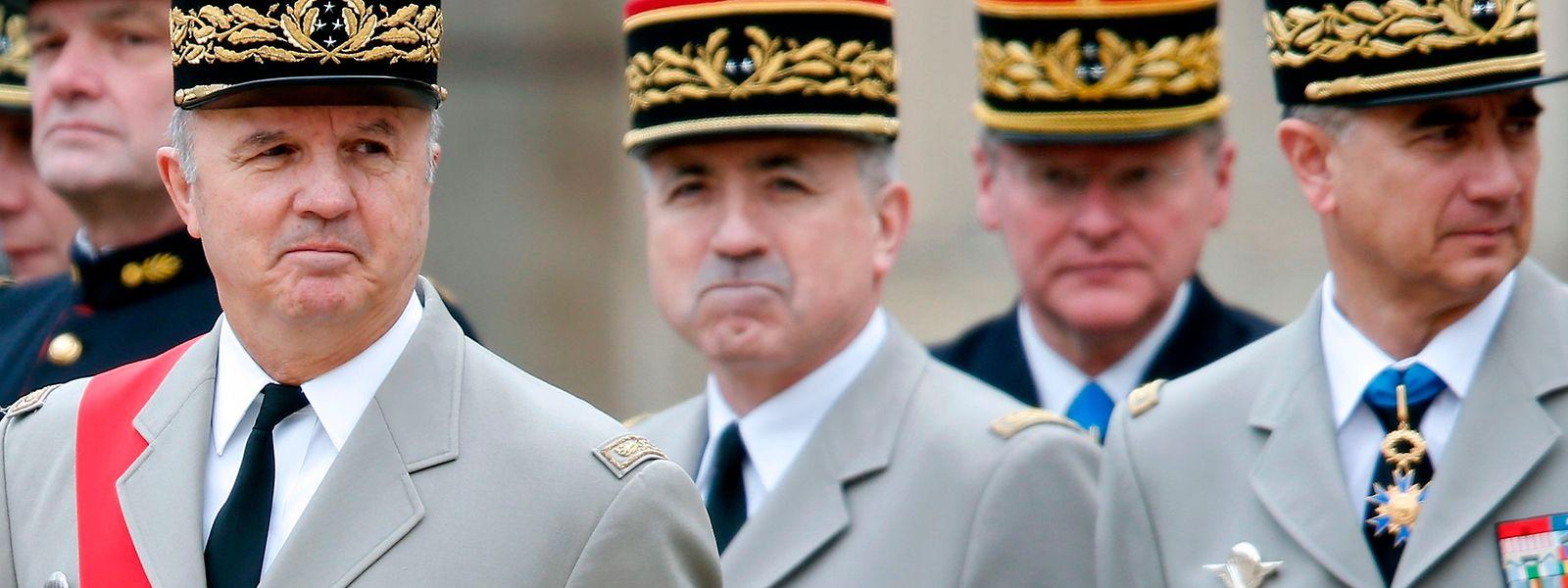 Jean-Louis Georgelin (L) soll den Wiederaufbau leiten.