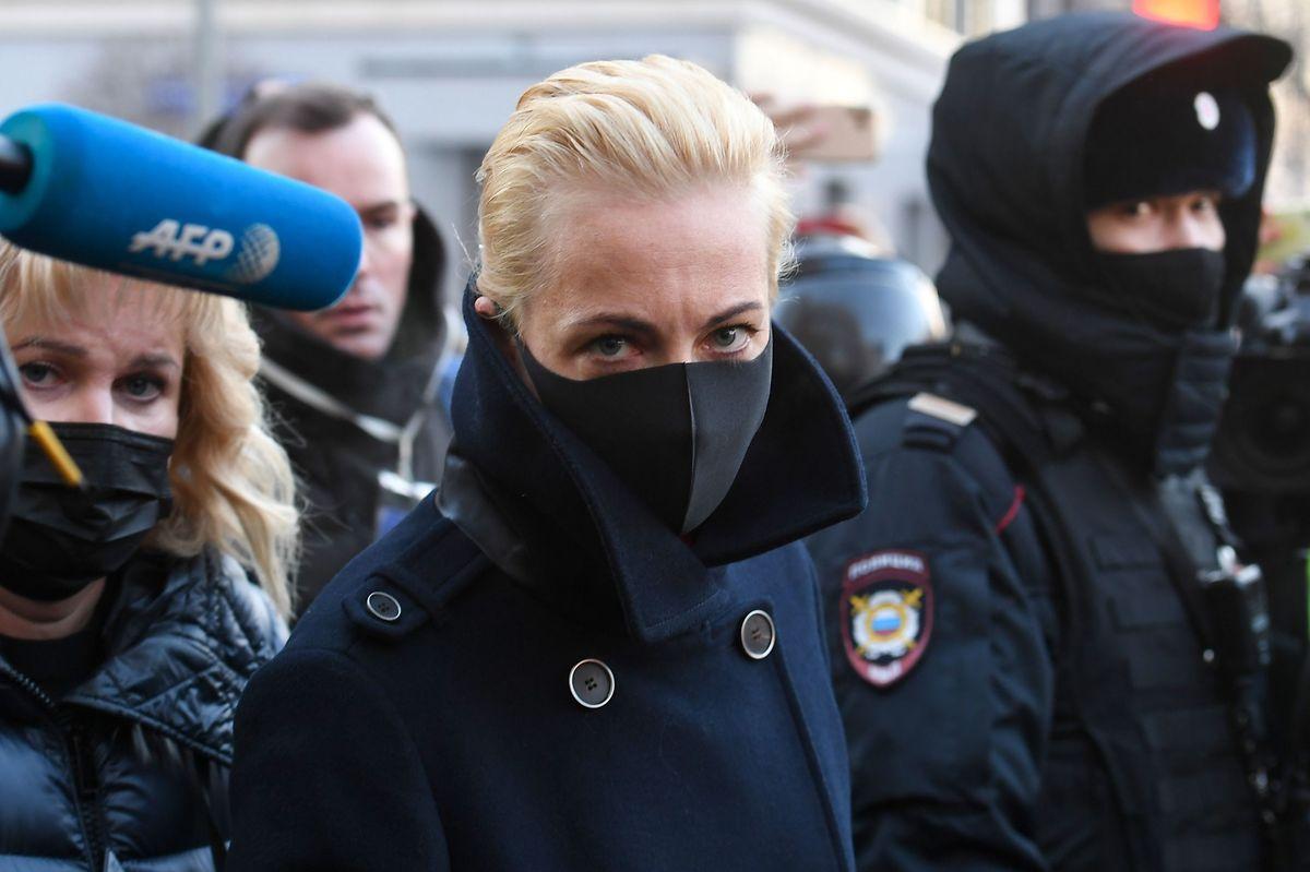 Julia Nawalnaja unterstützt ihren Mann während der Verhandlungen.