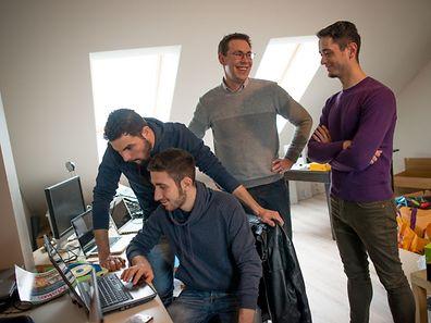 «Digital Inclusion» est un nouveau projet entre réfugiés et Luxembourgeois dont le but est de recycler des ordinateurs portables ou non et de les remettre ensuite aux plus démunis. Il développe à la fois l'intégration, l'apprentissage, la revalorisation et la préparation à l'emploi.