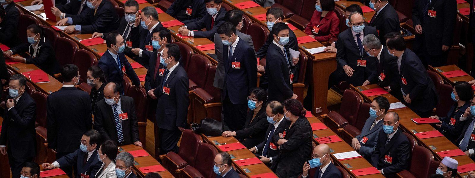 """2.895 chinesische Kader votierten für die Resolution mit dem Namen """"Patrioten regieren Hongkong""""."""