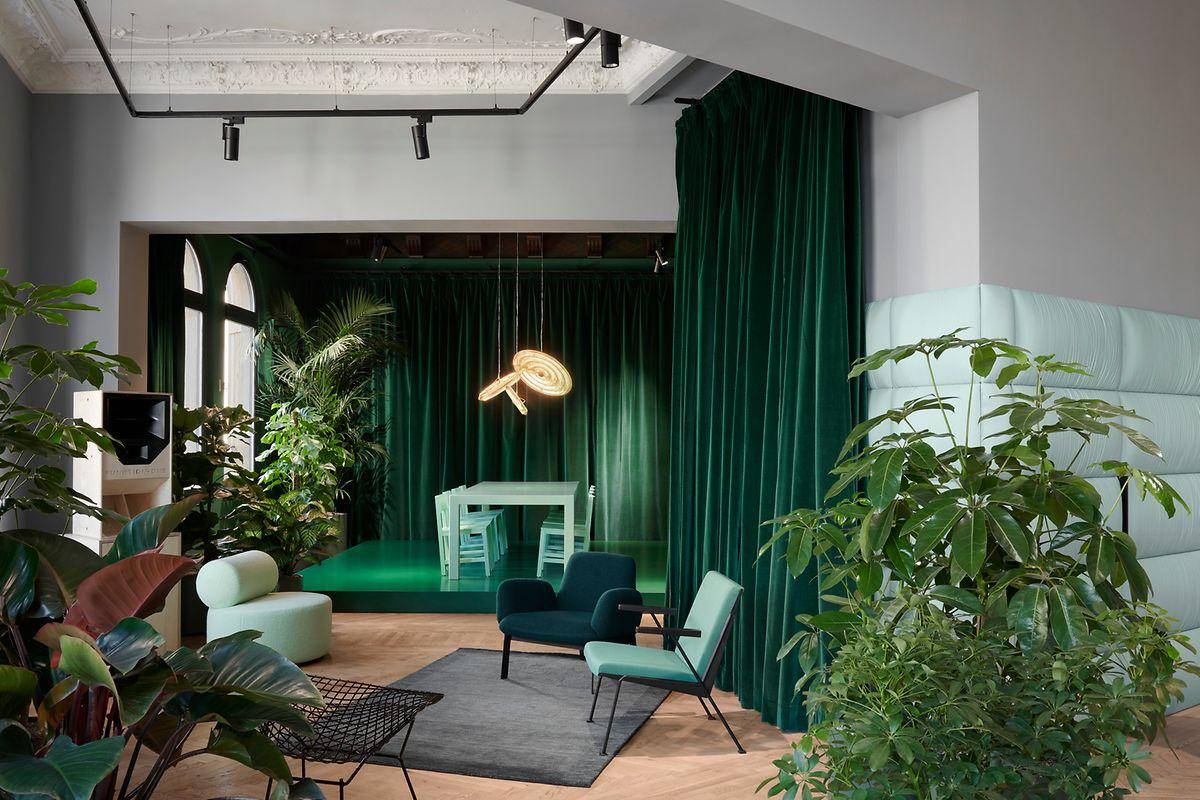 Die Lynk-&-Co-Clubs – hier die Berliner Location – dienen zugleich als Bar, Concept-Store und Autohaus.
