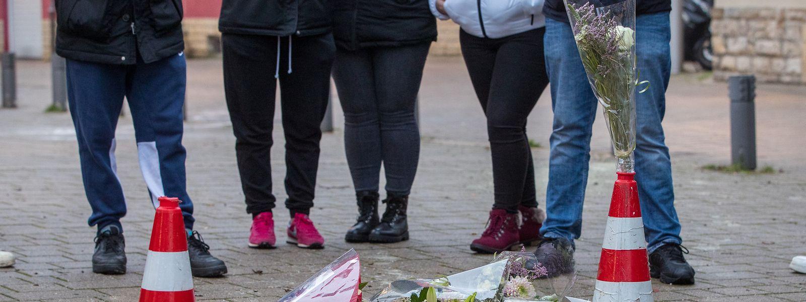 Bekannte des Opfers erinnerten am Tag nach der Tat am Tatort an ihren Freund.