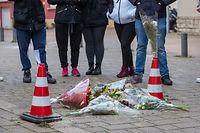 Bekannte des Opfers erinnerten am Mittwoch am Tatort an ihren Freund.