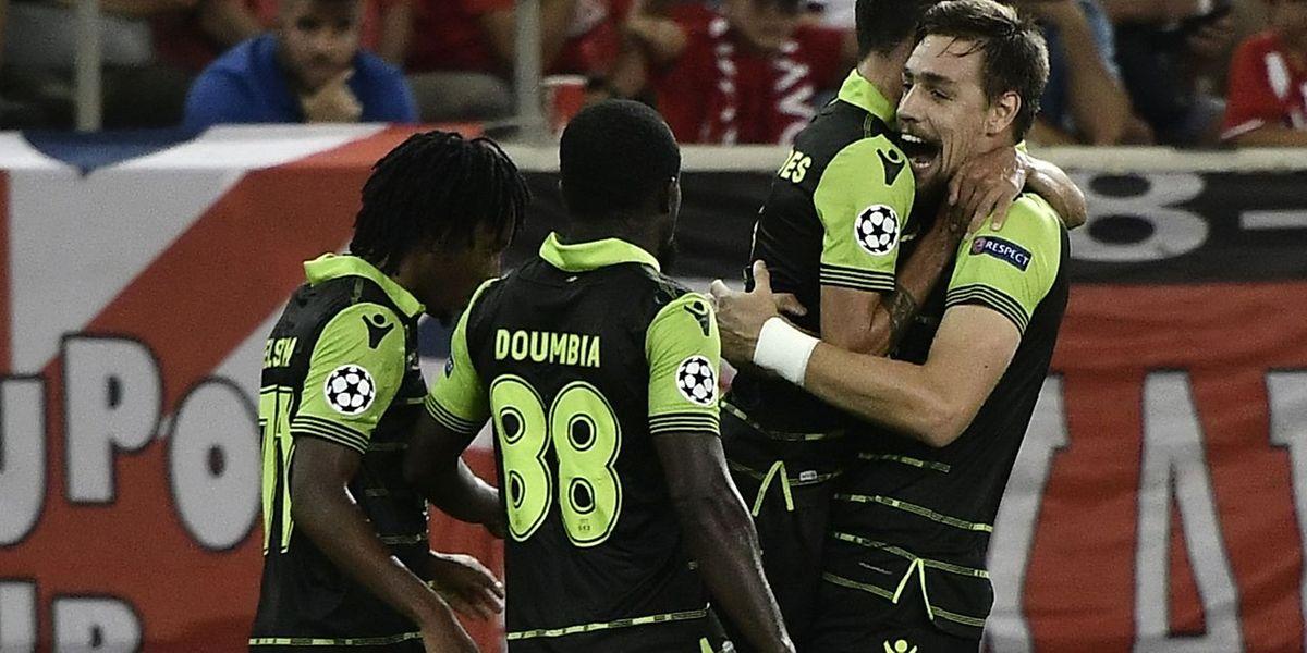 Os jogadores do Sporting festejam um dos golos marcados ao Olympiacos