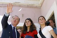 Jorge Sampaio com as duas gémeas de Mafômedes que conseguiu que voltassem à escola.