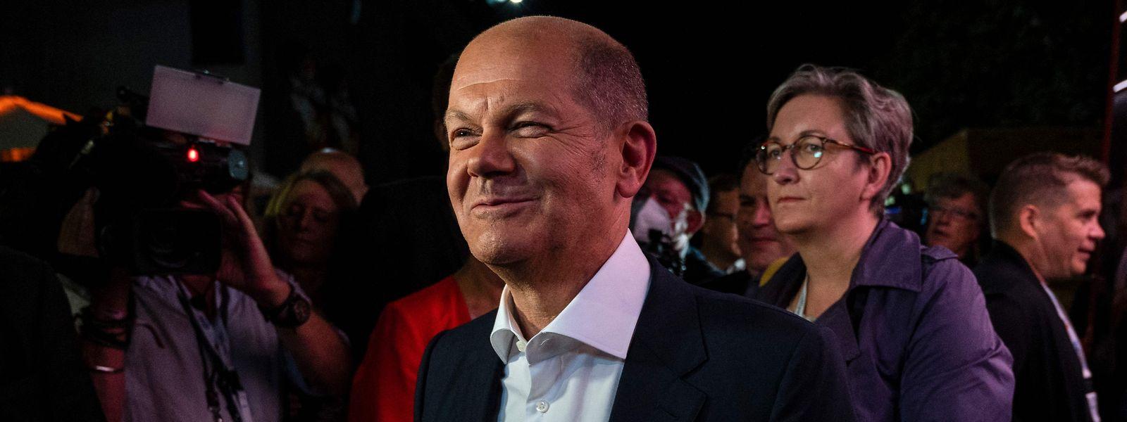 SPD-Kanzlerkandidat Olaf Scholz hat nach dem zweiten TV-Triell gut lachen: Umfragen sehen ihn auch als Sieger des zweiten TV-Triells.