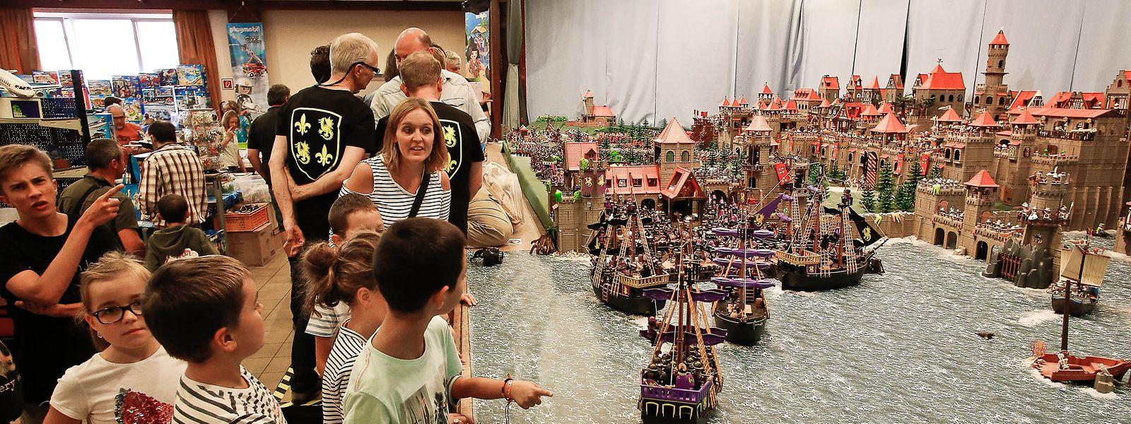 Staunen bei den großen und kleinen Playmobilfans: Riesige Landschaften aus dem berühmten Spielzeug sind zu sehen.