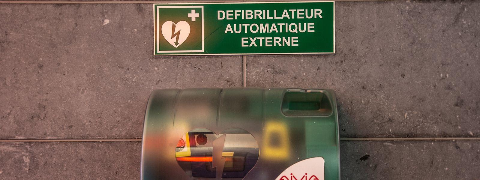 Mehr als 3.000 Defibrillatoren sind im Großherzogtum verteilt, hier am Bahnhof in Luxemburg-Stadt.