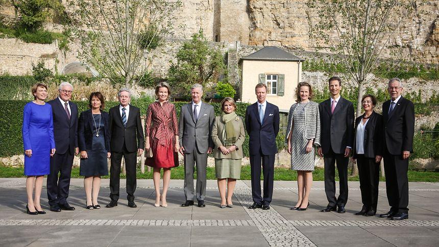 Großherzog Henri und Großherzogin Maria Teresa haben die Staatsoberhäupter und ihre Partner am Mittwochmorgen vor der prachtvollen Kulisse der Abtei Neumünster begrüßt.
