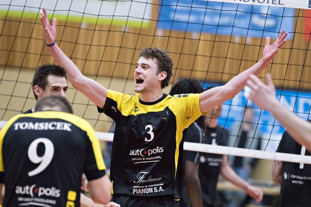 Kamil Rychlicki lässt sich feiern.