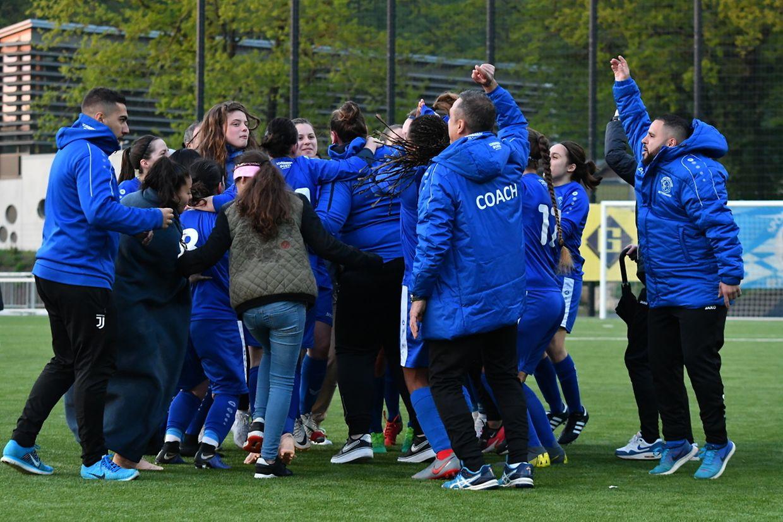 La joie des filles du SC Bettembourg et de leur staff.