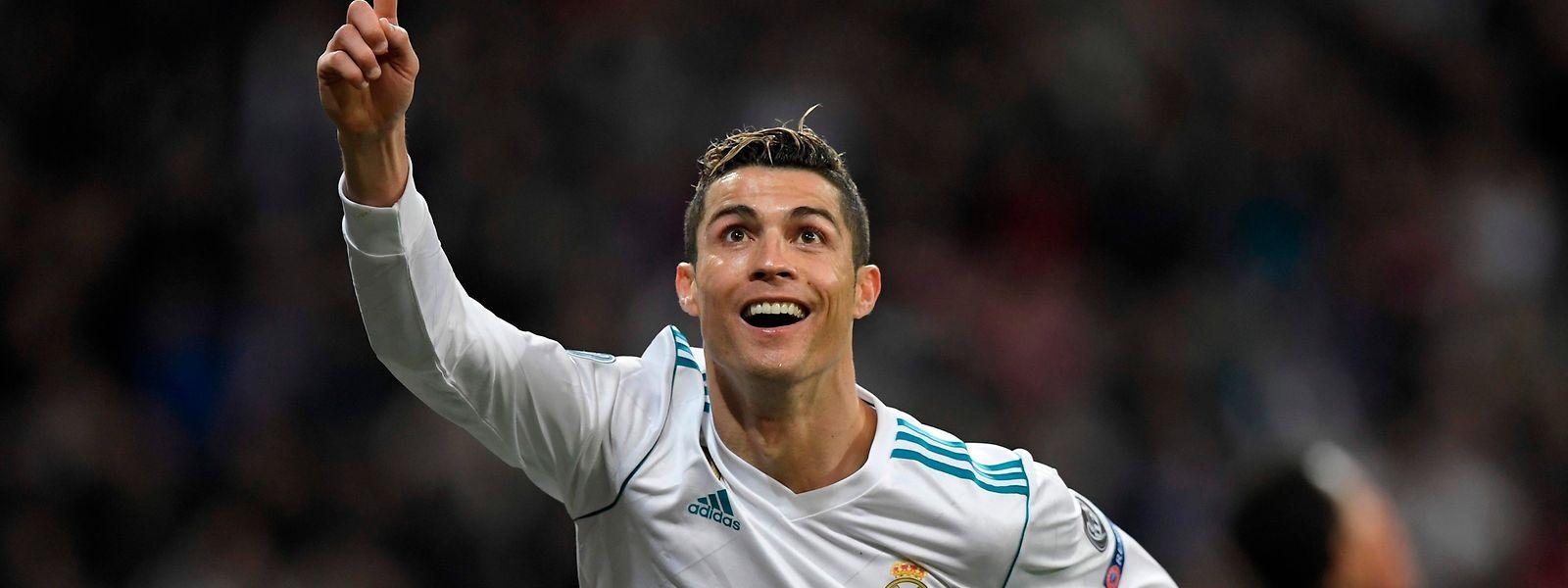 Cristiano Ronaldo deixa o Real Madrid e vai para a Juventus.