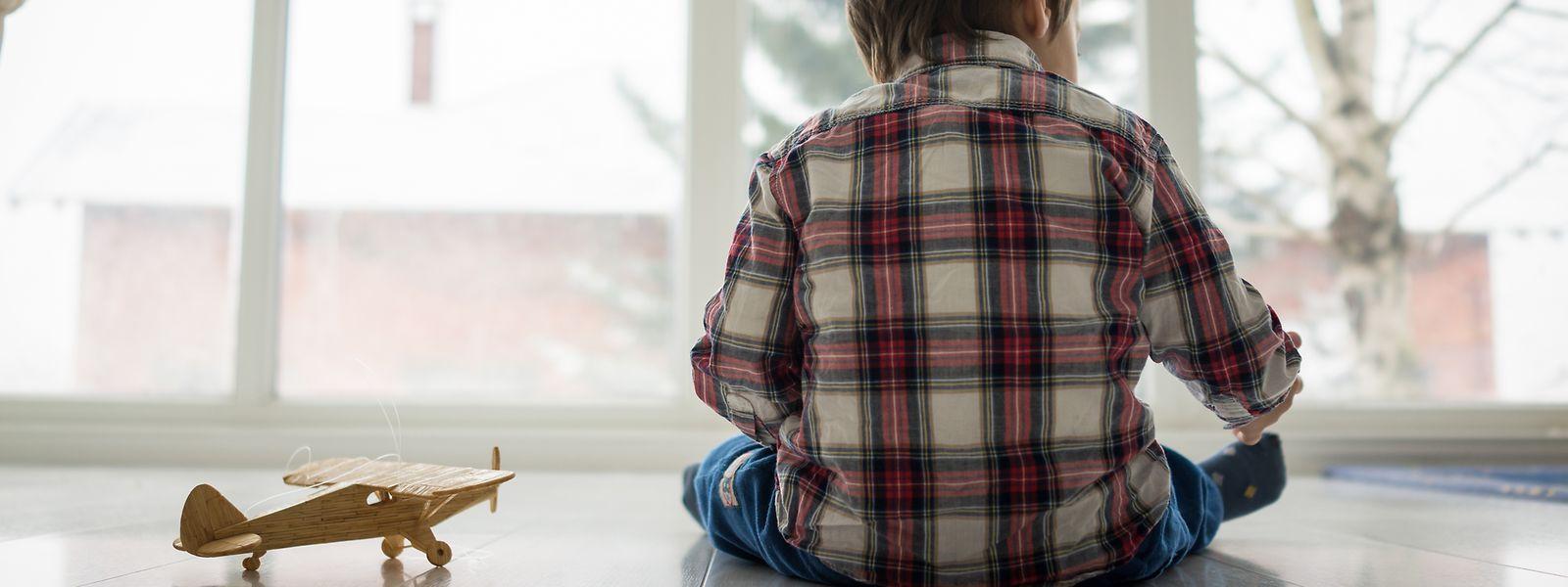 Menschen mit Autismus haben Schwierigkeiten, sich in der Gesellschaft zu integrieren. Betroffene Kinder verbringen daher meist lieber ihre Zeit alleine.
