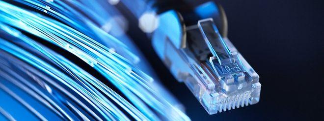 En 2020, la fibre optique est devenue la technologie la plus utilisée pour l'accès internet fixe au Luxembourg.