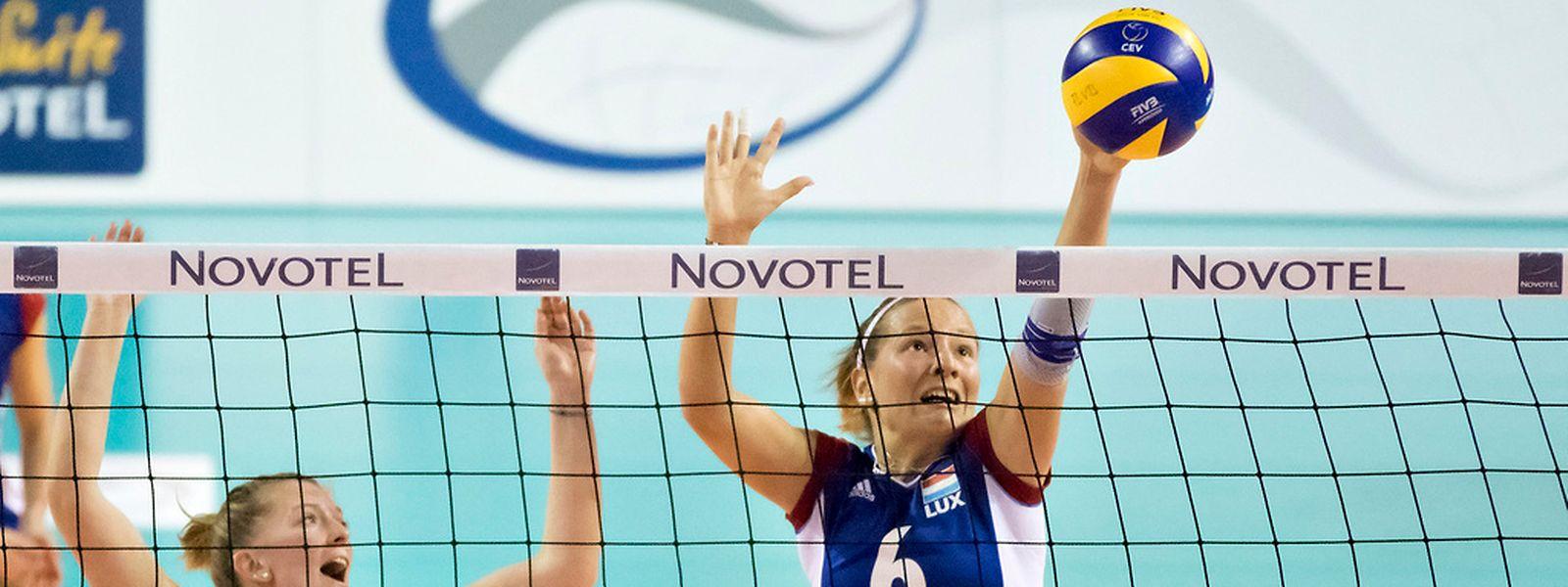 Isabelle Frisch (r.) und Lara Ernster konnten sich mit ihren Teamkolleginnen über den zweiten Gesamtrang freuen.
