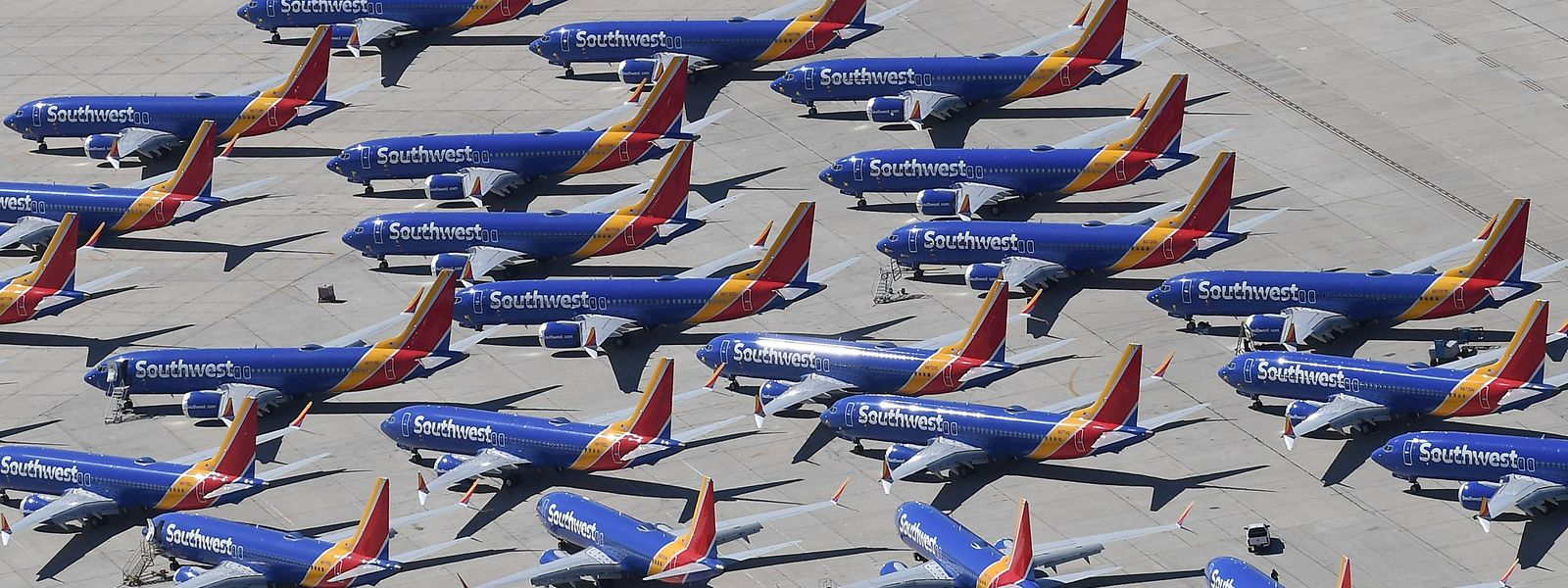 Geparkte 737-Max-Maschinen der Southwest Airlines: Der Flugzeugtyp ist wegen zwei Abstürzen, bei denen Hunderte Menschen starben, seit Mitte März rund um den Globus mit Startverboten belegt.