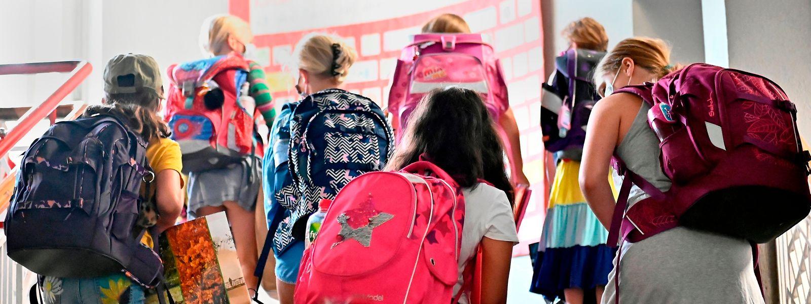 A Berlin, la rentrée scolaire lundi a vu élèves et enseignants porter le masque dans les écoles, à l'exception des salles de classe et des cours de récréation.