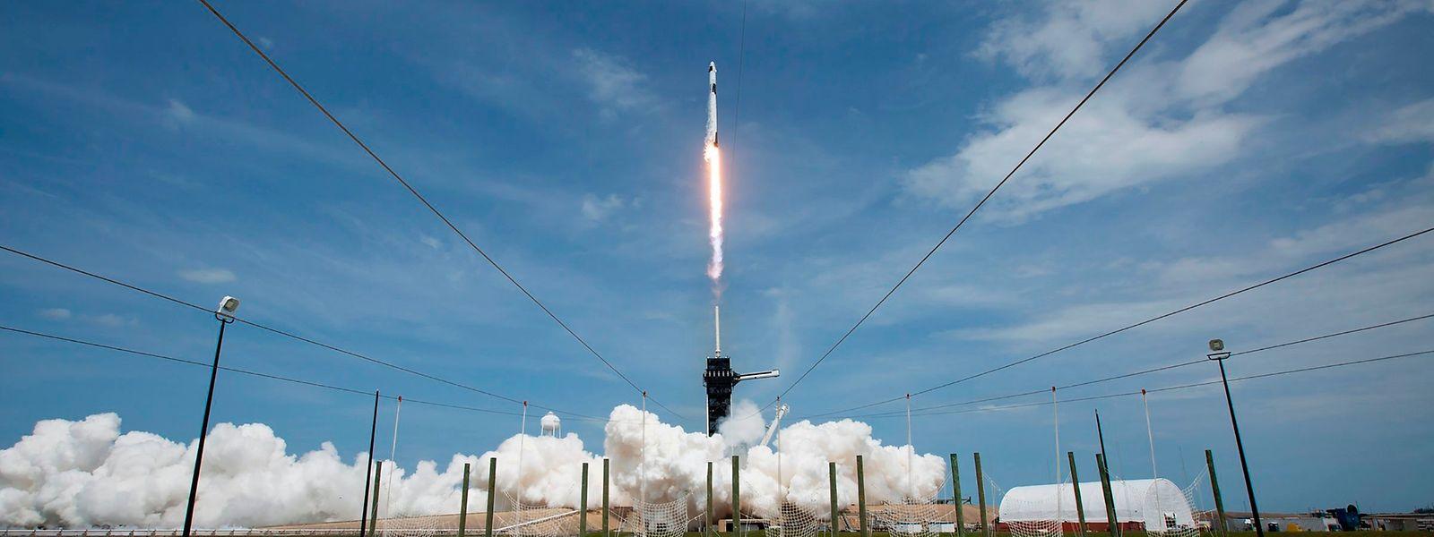 """Am Samstag hatte die Raumkapsel mit einer """"Falcon 9""""-Rakete vom Weltraumbahnhof Cape Canaveral abgehoben."""