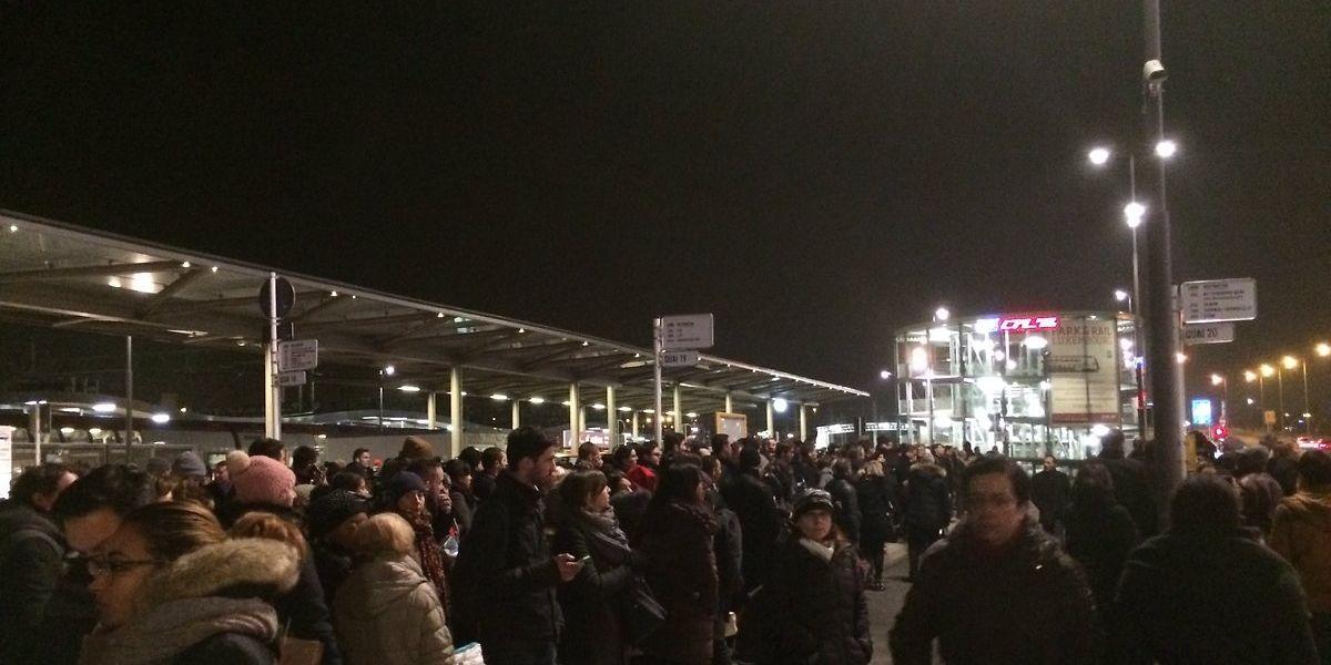 Über 1000 Reisende saßen am Freitagabend am Luxemburger Hauptbahnhof fest.