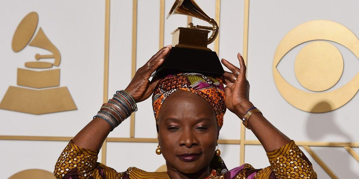 Angelique Kidjo mitihrem dritten Grammy.