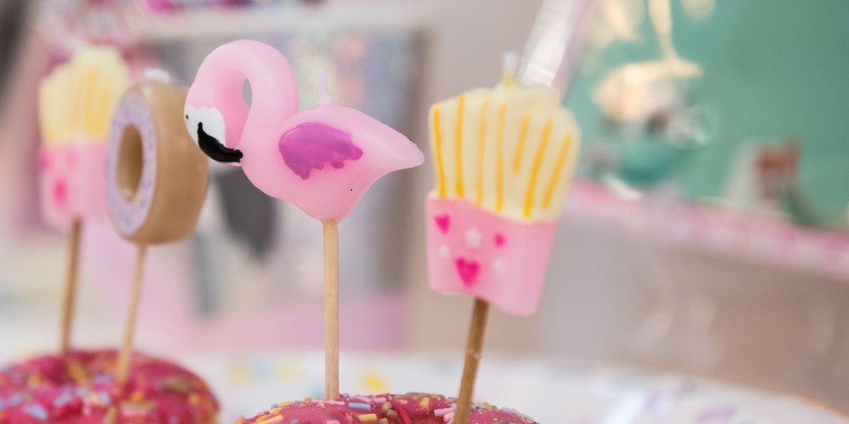 Party mit dem rosa Vogel: Vor allembei den Dekorationen für Geburtstags- und Mottofeiern könnte der Flamingo dem Einhorn 2018 denRang ablaufen.