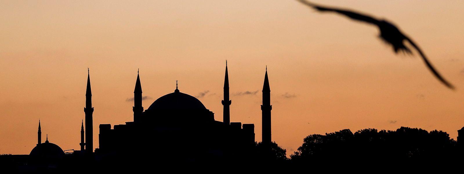 Blick auf die Hagia Sophia. Rund 90 Jahre nach der Umwandlung des Istanbuler Wahrzeichens Hagia Sophia in ein Museum wird das Gebäude nun wieder zu einer Moschee.