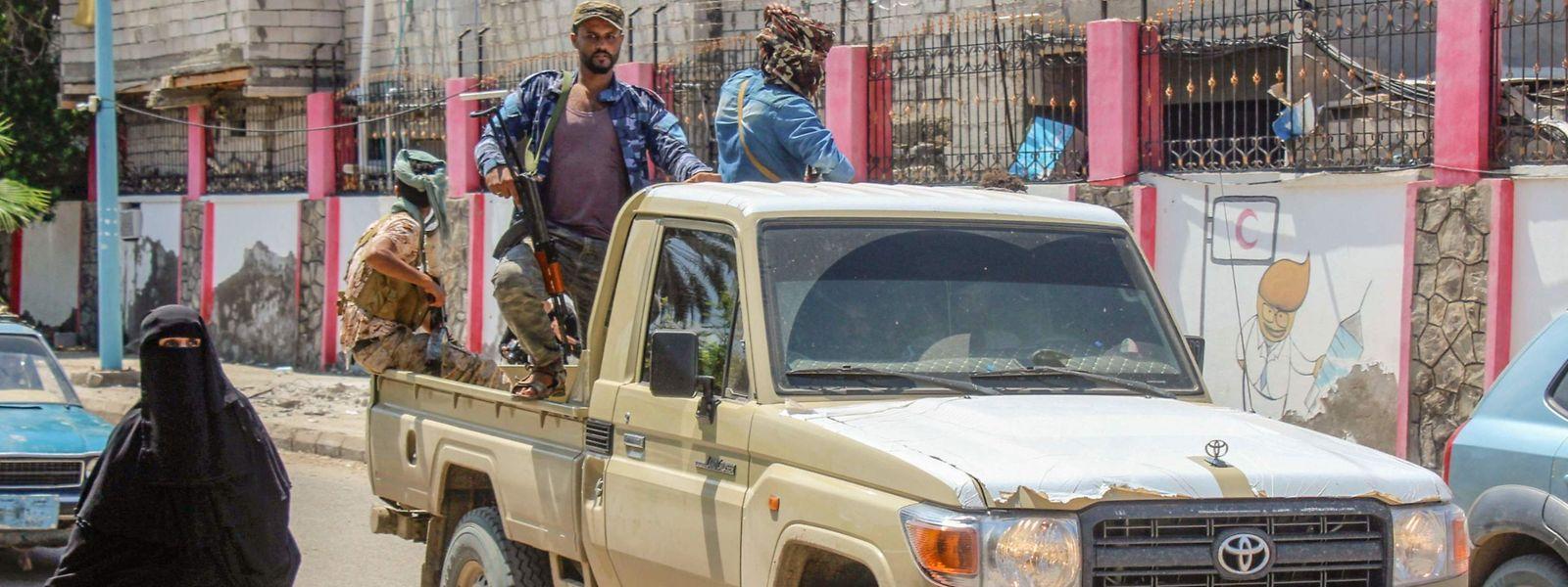 Die Separatisten des sogenannten Südlichen Übergangsrats (STC) brachen das Friedensabkommen und nahmen die Hafenstadt Aden vollständig unter Kontrolle.