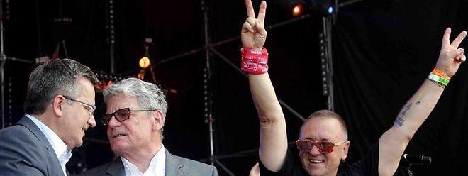 """Bundespräsident Joachim Gauck (M) und der polnische Präsident Bronislaw Komorowski eröffnen das Musikfestival """"Haltestelle Woodstock""""."""