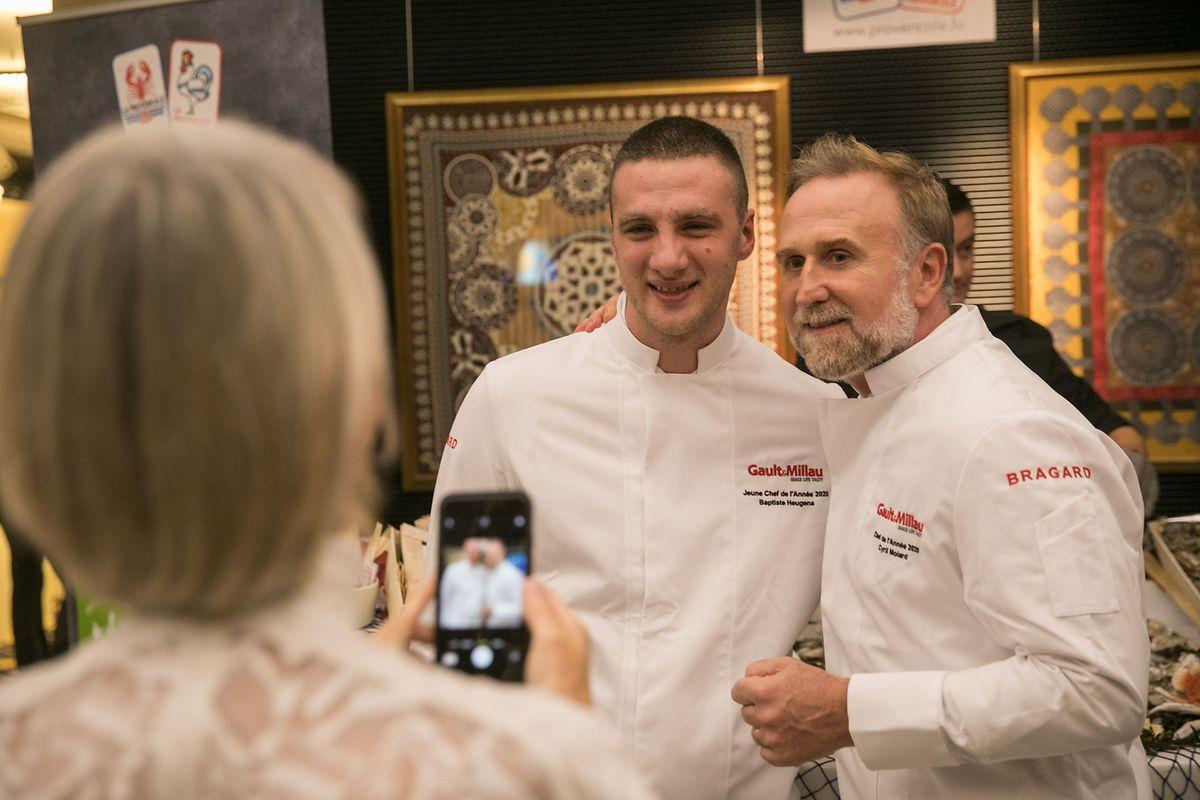 Baptiste Heugens (à gauche) lors de la remise du prix «Jeune Chef de l'année» par Gault & Millau.
