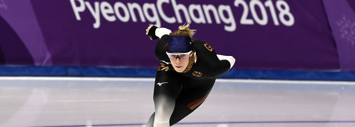 TOPSHOT - Germany's Roxanne Dufter practices during a speed skating training session at the Gangneung Oval Arena during the 2018 Pyeongchang Winter Olympic Games in Gangneung on February 8, 2018. / AFP PHOTO / Aris MESSINIS