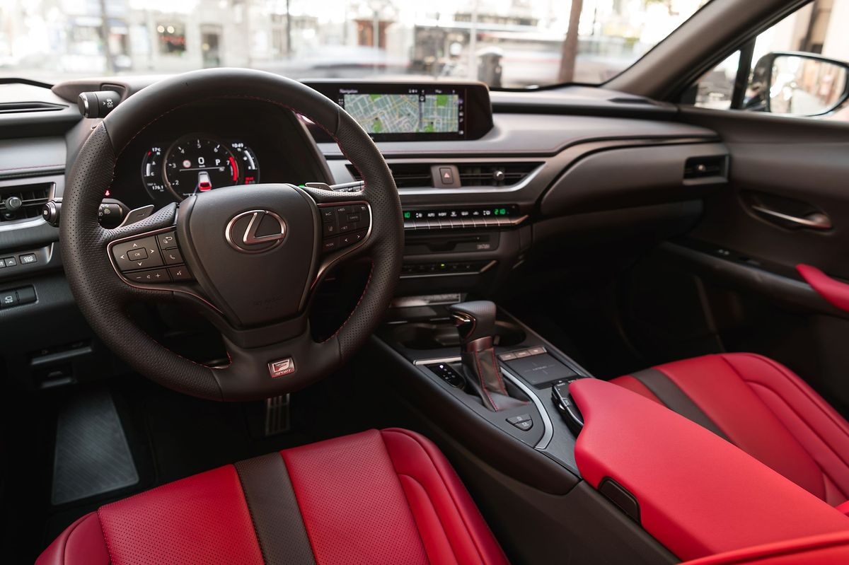 Elegante Schlichtheit: Das Cockpit wirkt aufgeräumt und funktionell.