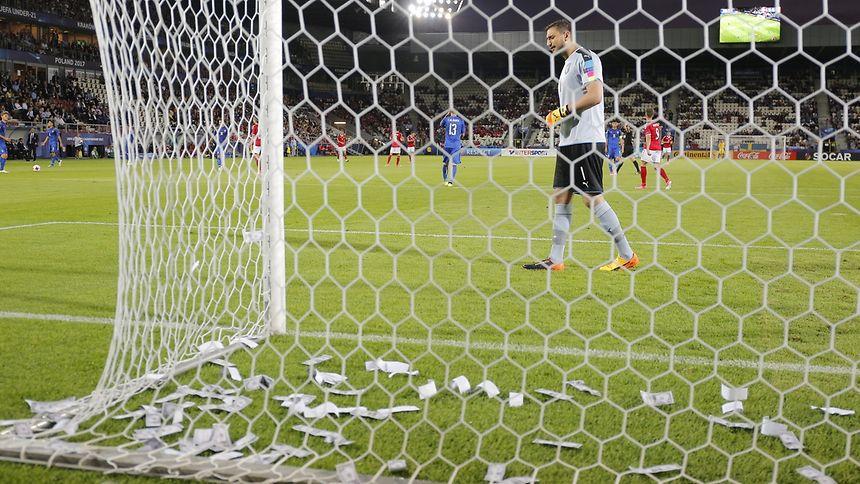 Zuschauer bewerfen Italiens Donnarumma bei U21-EM mit Dollarnoten