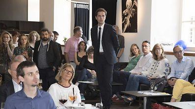 """""""En Marche""""-Kandidat Pieyre-Alexandre Anglade liegt ersten Informationen nach in Luxemburg vorne."""