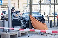 Der Fahrer dieses Wagens soll versucht haben, einen Polizisten zu überfahren. Dabei wurde er erschossen.