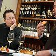 Tom Hillenbrand, Hobbykoch und Gourmet, ließ sich von Feinkosthändler Christian Kaempff-Kohler erklären, wie dessen Großvater das Riesling-Pastéitchen erfunden hat.