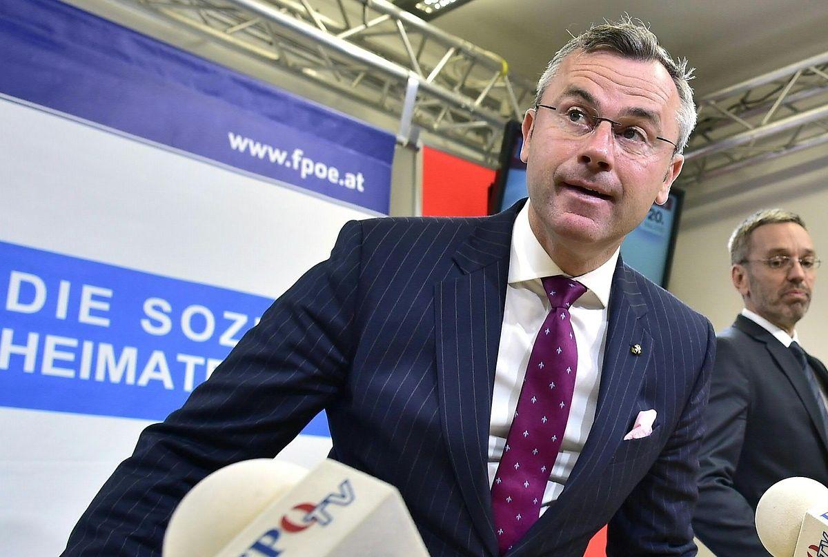 Pour Norbert Hofer, ministre des Transports et nouveau chef désigné du FPÖ, le limogeage d'Herbert Kick se traduira par un départ de tous les ministres FPÖ du gouvernement.